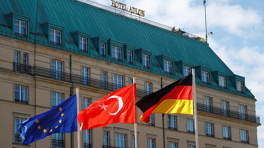 Эрдоган и Меркель надеются разрядить напряженность по мере встречи двух лидеров