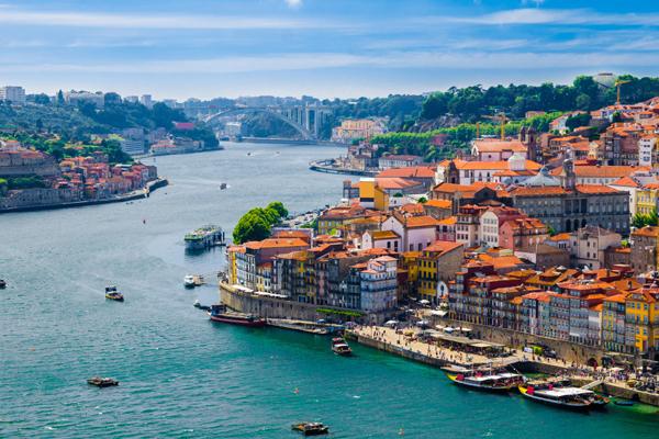 Emirates планирует полеты в Порто в Португалии