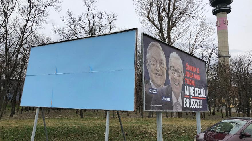 Венгрия прикрывает некоторые антиевропейские плакаты во время визита Манфреда Вебера