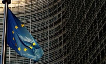 Суд считает, что временные сотрудники агентства по вопросам равенства ЕС не имеют равных прав