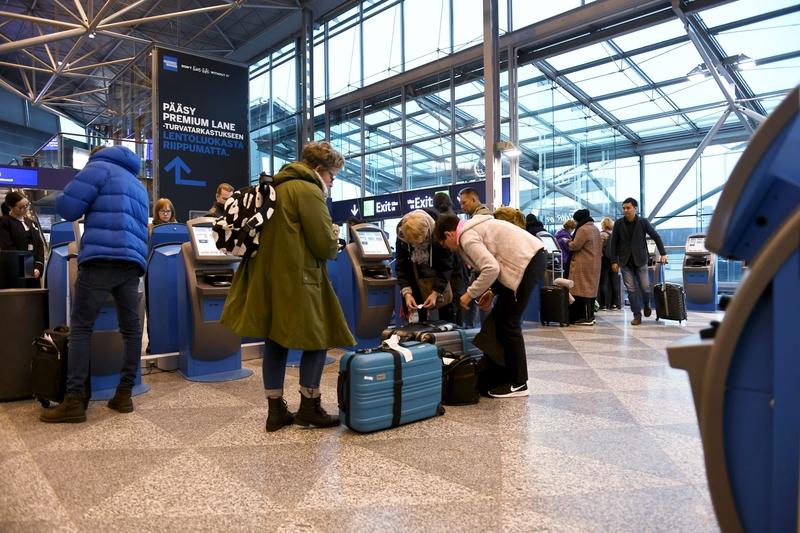 Опрос ЕС показывает, что финны почти так же озабочены эмиграцией, как и иммиграцией